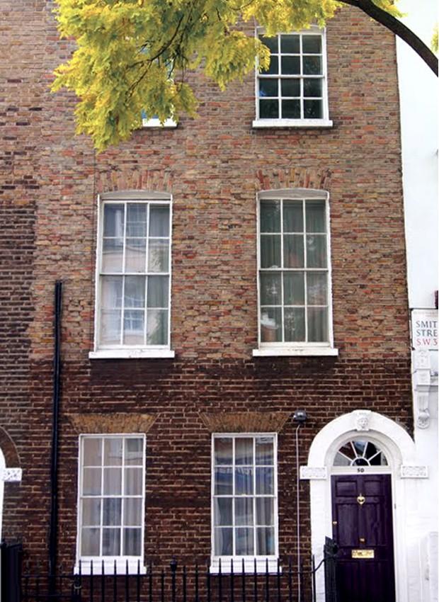 Antiga casa da autora P.L. Travers fica no bairro do Chelsea, em Londres (Foto: Beyond the Marquee/Reprodução)