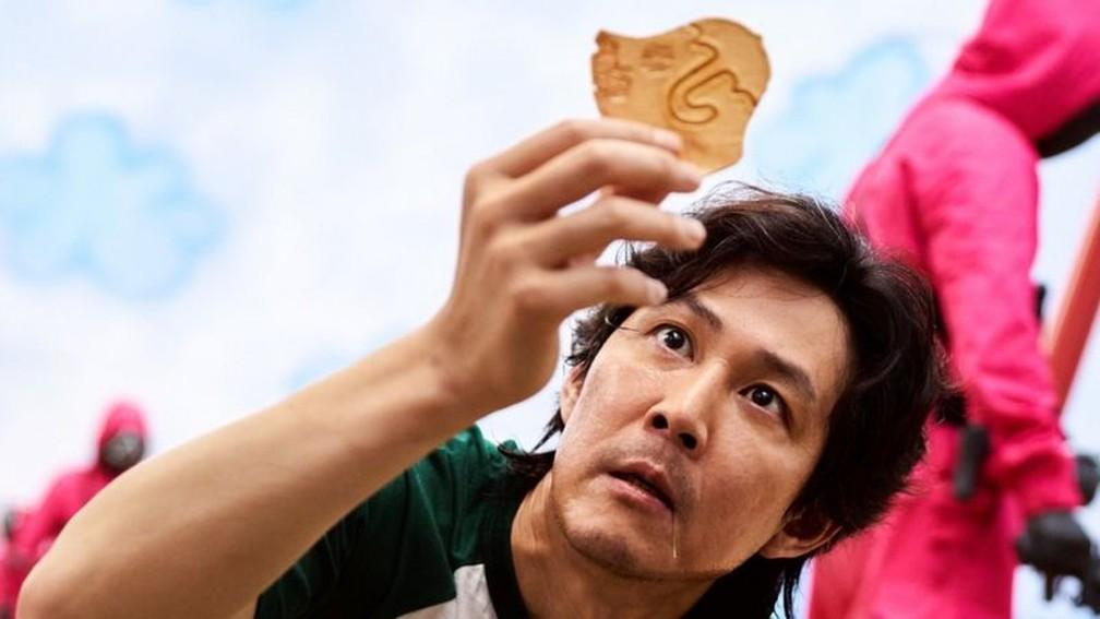 Biscoito Dalonga é uma das brincadeiras infantis mostradas em Round 6. — Foto: Divulgação