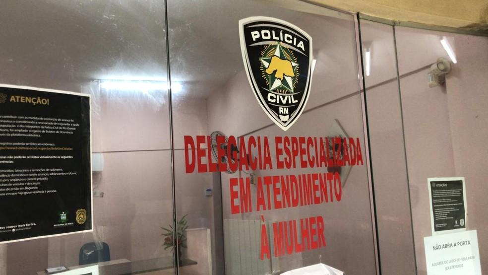 Vereador preso em flagrante por agredir a companheira em São Gonçalo do Amarante foi levado a Delegacia de Atendimento à Mulher — Foto: Geraldo Jerônimo/Inter TV Cabugi