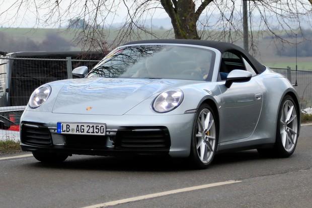 Novo Porsche 911 Cabriolet é testado sem cobertura (Foto: AutoMedia/Autoesporte)