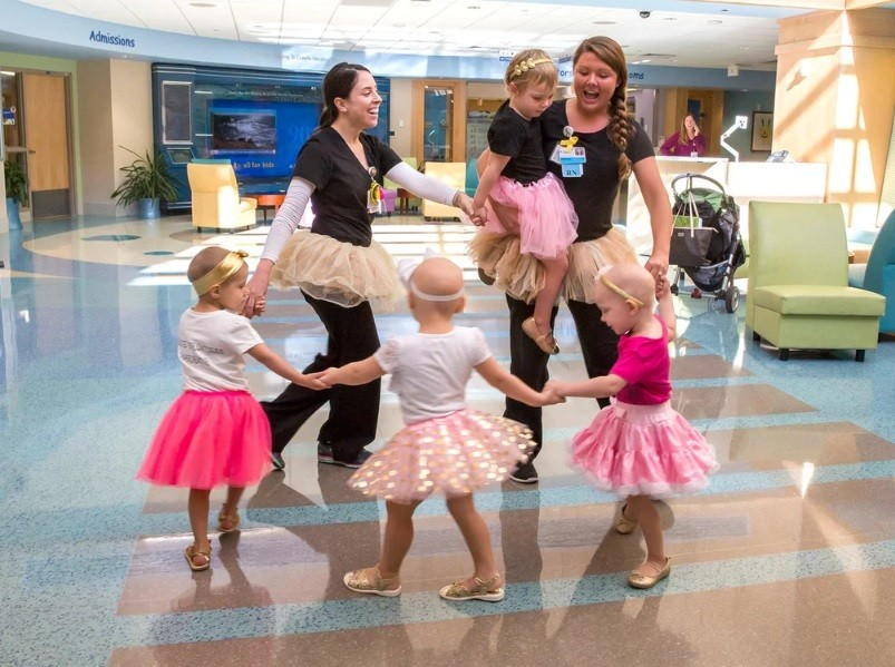 As meninas brincando em 2016 (Foto: Cortesia John Hopkins All Children's Hospital)