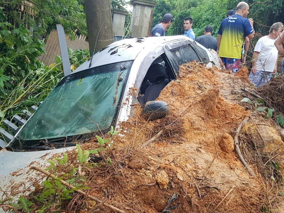 Danos registrados em Governador Celso Ramos, depois da chuva de sábado (31). (Foto: Ascom/SDC)