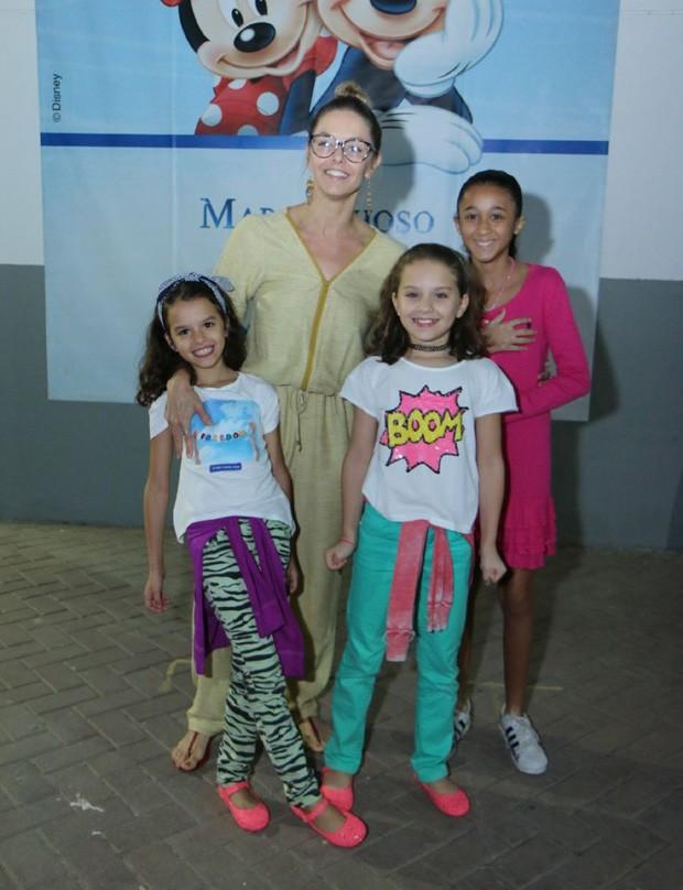 Bianca Rinaldi com as filhas, Beatriz e Sofia (à frente) (Foto: Daniel Pinheiro/AgNews)