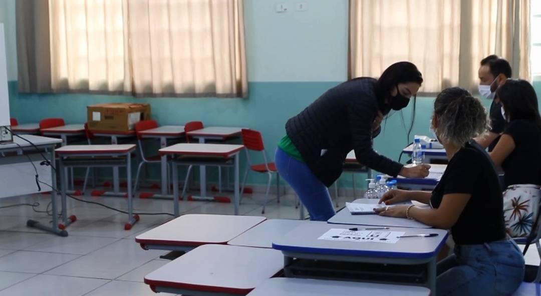 Candidata à Prefeitura de Foz do Iguaçu pelo Pros, Tatiana Fruet votou na Vila Carimã.