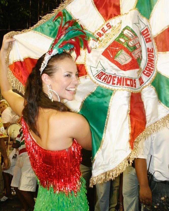 Paolla Oliveira está de volta ao posto de rainha de bateria da Grande Rio: coroação será neste sábado, dia 21