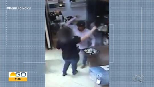 Funcionários e clientes vivem momentos de pânico durante assalto em joalheria de Rio Verde