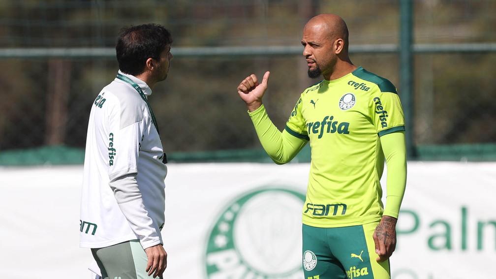 Abel Ferreira e Felipe Melo, na Academia do Palmeiras — Foto: Cesar Greco / Ag. Palmeiras