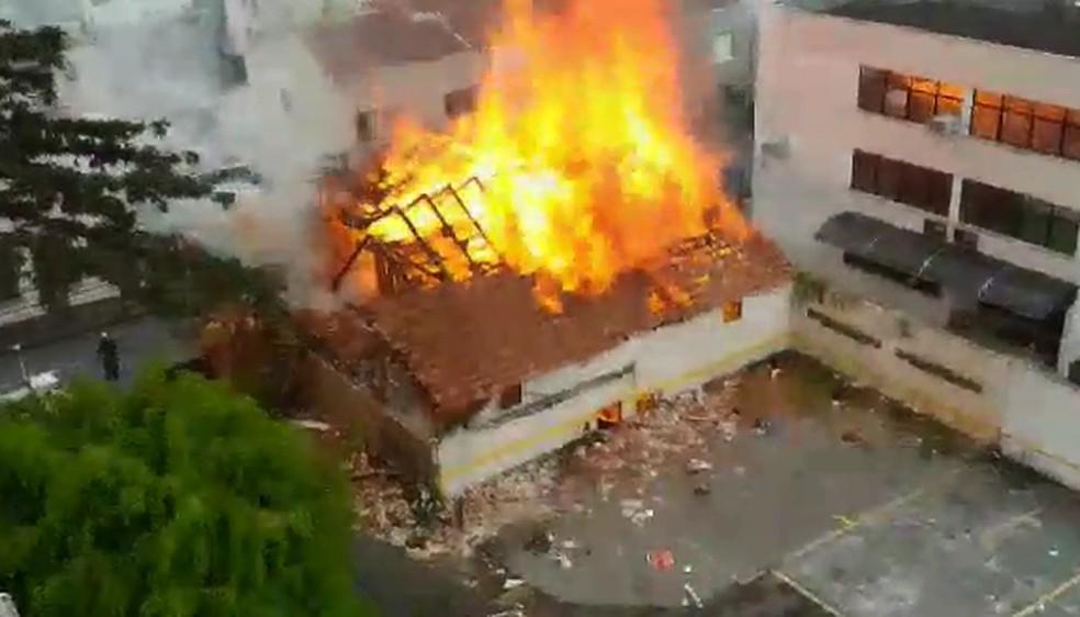 Incêndio aconteceu na região central da capital — Foto: Reprodução/Edinei Anselmo