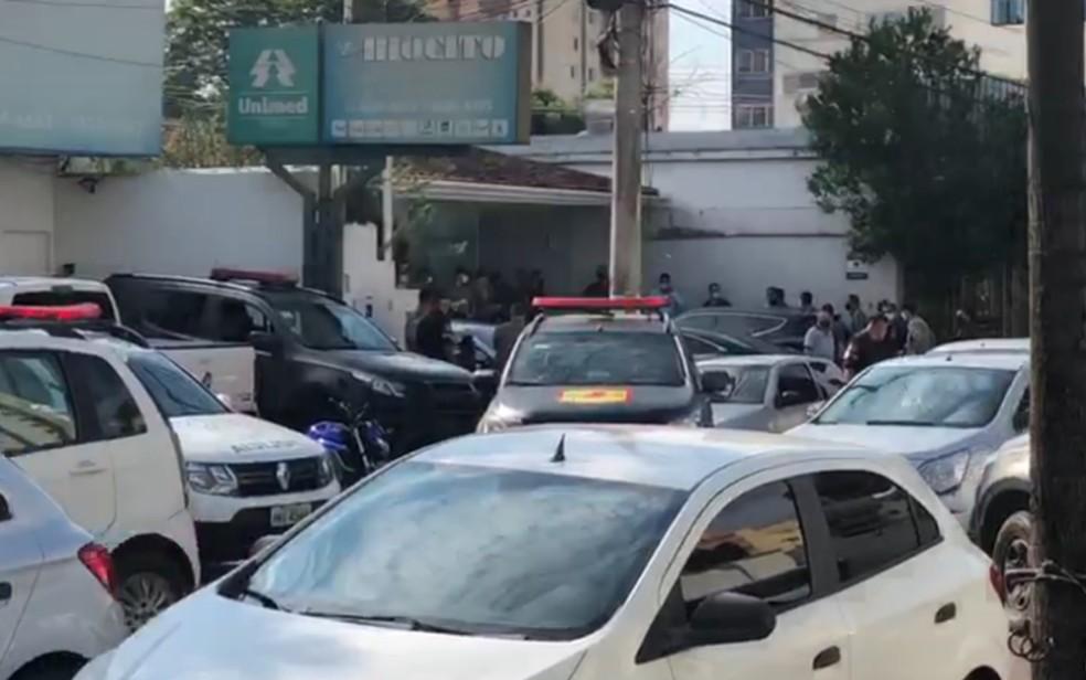 Dois advogados são mortos a tiros em escritório de advocacia, em Goiânia, Goiás — Foto: Fayda Chiarella/TV Anhanguera