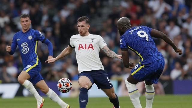 Hojbjerg e Lukaku em dividida no clássico Tottenham x Chelsea