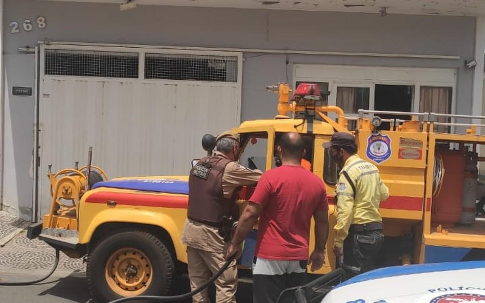 Incêndio ocorreu em imóvel no centro de Guanambi, sudoeste da Bahia — Foto: Reprodução/Redes sociais