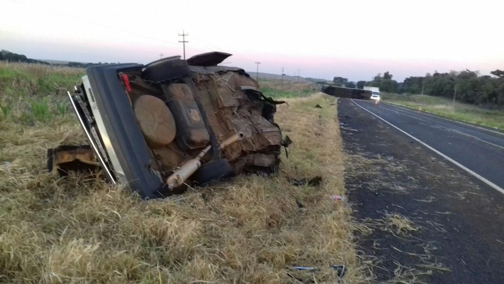 Acidente aconteceu na madrugada deste sábado (5) na BR-373, em Candói (Foto: PRF/Divulgação)