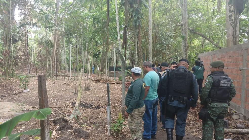 Reintegração de posse em uma área de preservação permanente  (Foto: Larissa Santiago/Rede Amazônica)