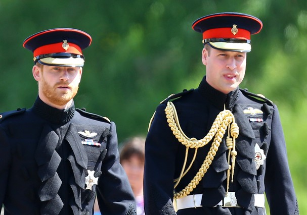 WINDSOR, UNITED KINGDOM - MAY 19: Prince Harry walks with his best man, Prince William, Duke of Cambridge as they arrive at St George's Chapel at Windsor Castle before the wedding of Prince Harry to Meghan Markle on May 19, 2018 in Windsor, England. (Pho (Foto: Getty Images)