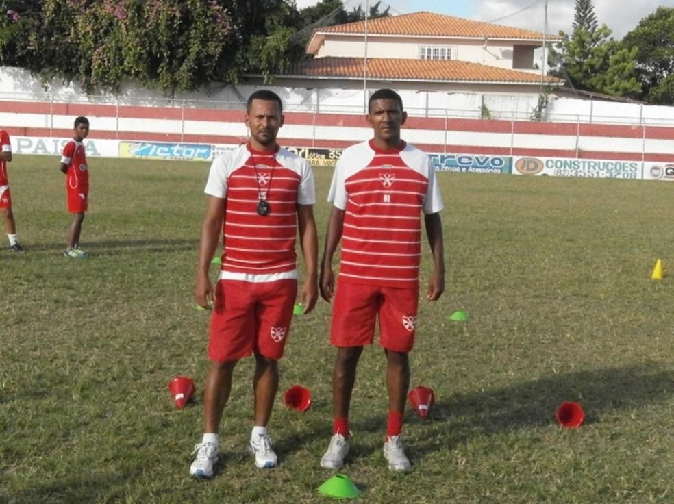 Robinho (à direita) iniciou o trabalho com a base em 2012 — Foto: Reprodução/Instagram