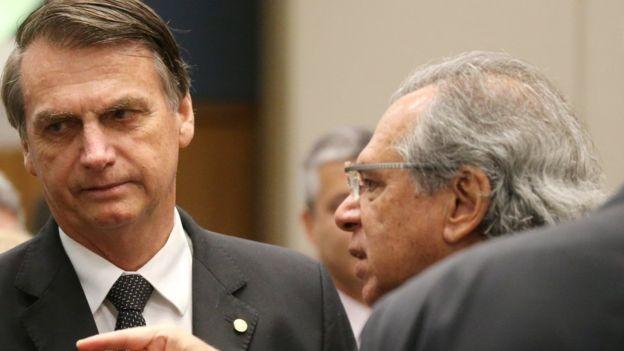 Bolsonaro com Paulo Guedes; plano de governo não traz detalhes sobre privatização, desenho da reforma da Previdência e ou sobre mudanças tributárias (Foto: REUTERS)