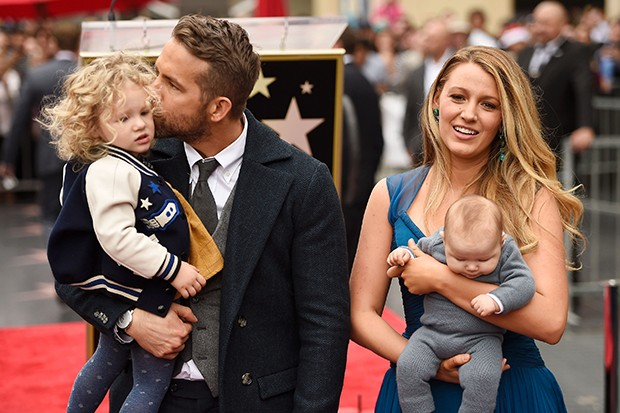 Blake Lively, Ryan Reynolds e suas filhas (Foto: Getty Images)
