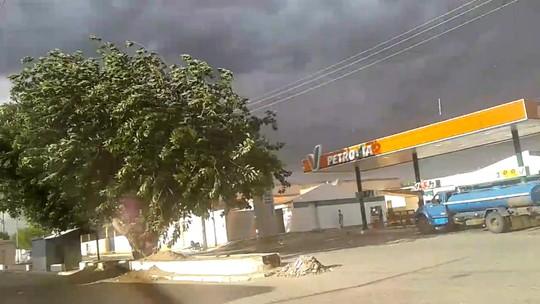 Ventania assusta moradores do Sertão de Pernambuco; confira o vídeo