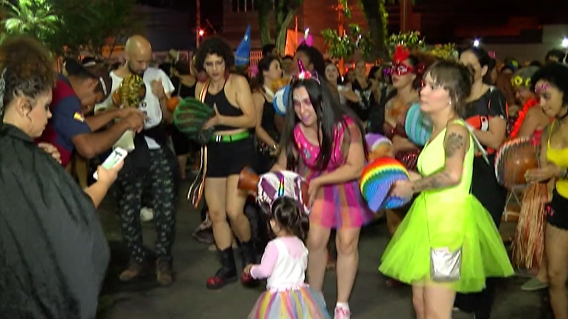 Maracatu dá o ritmo na primeira noite de carnaval em Mogi das Cruzes
