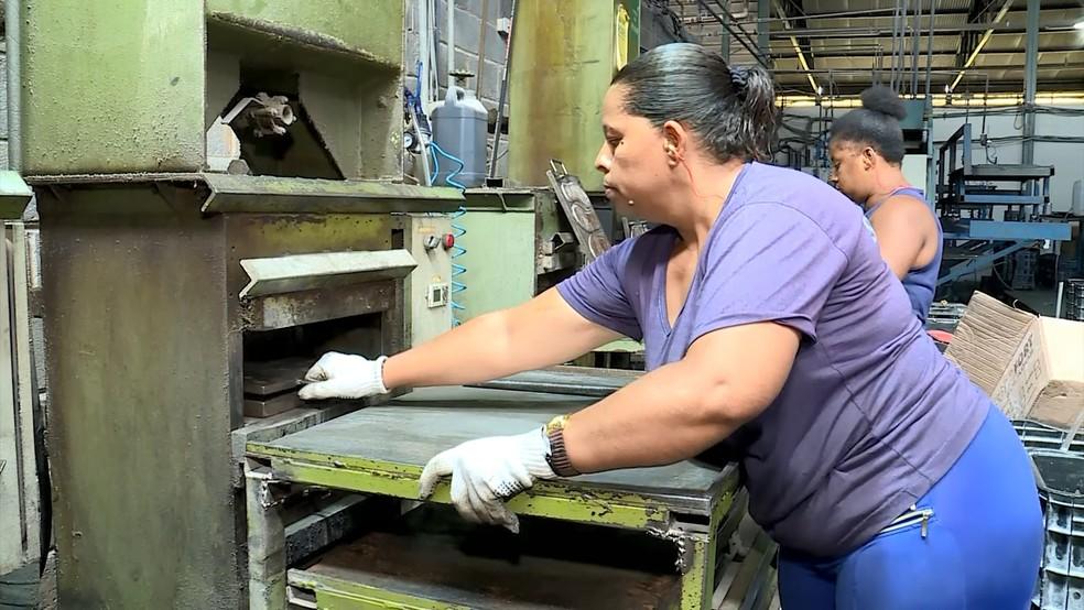 Mulheres devem ter volta ao mercado de trabalho mais lenta — Foto: Reprodução/TV Integração