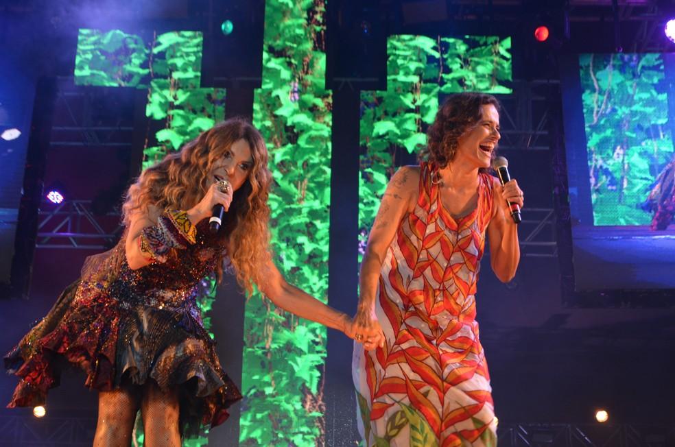 Elba Ramalho e Zélian Duncan na gravação do DVD de 40 anos da carreira de Elba, em Campina Grande — Foto: Iara Alves/G1