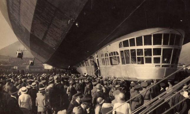 O Graf Zeppelin parado no Campo dos Afonsos, em 25 de maio de 1930