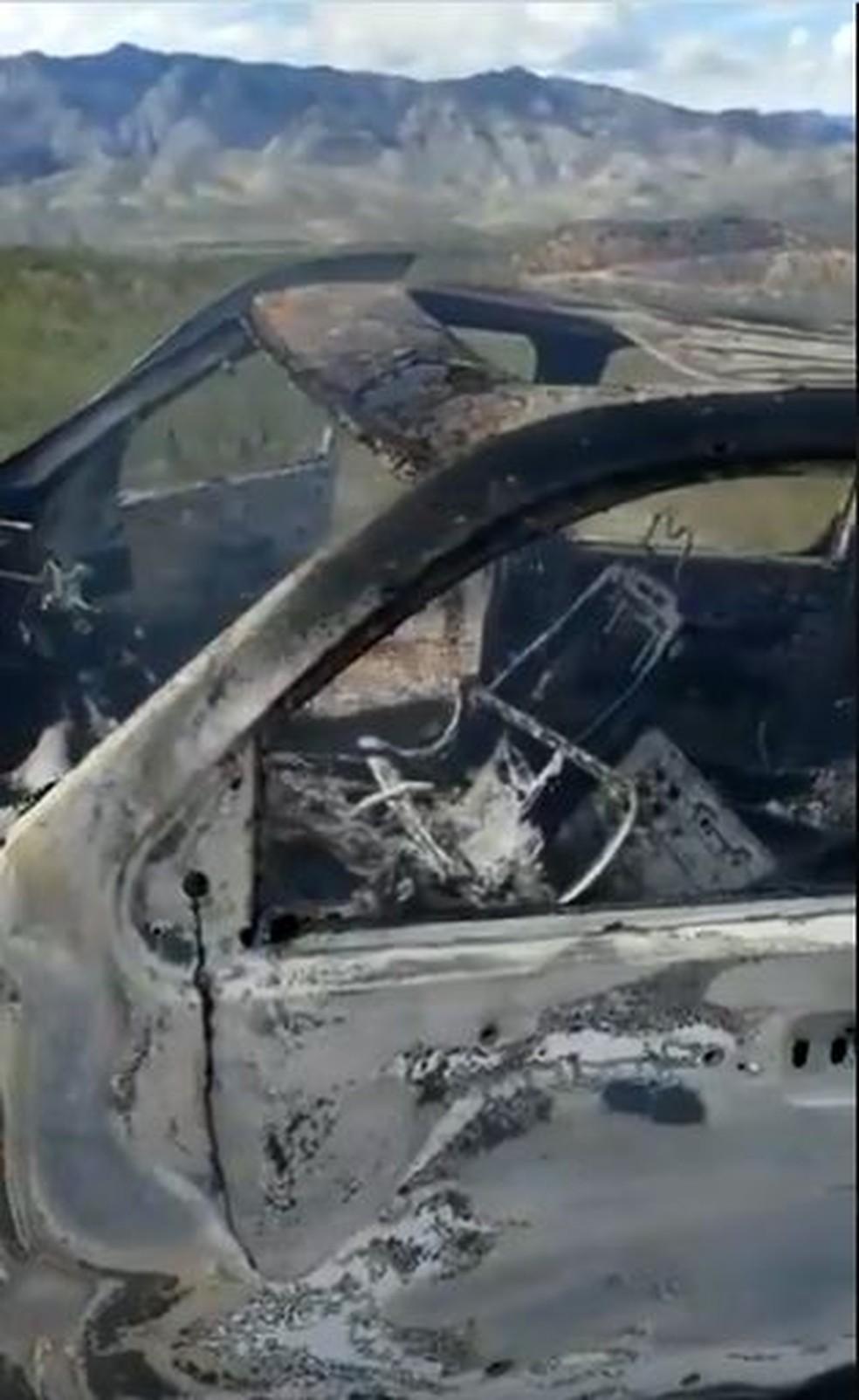 Imagem de carro queimado no norte do México — Foto: Reprodução/Twitter