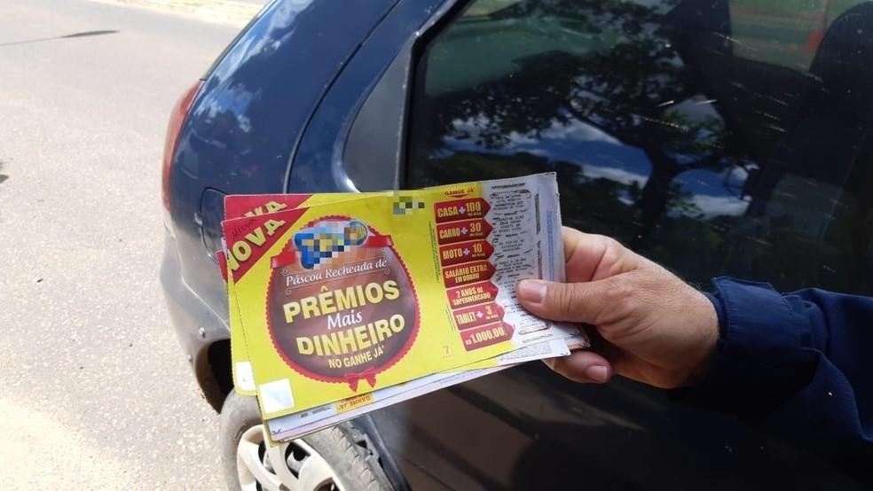 Suspeito de estelionato foi preso com bilhetes de jogos em Teresina — Foto: Divulgação/PRF