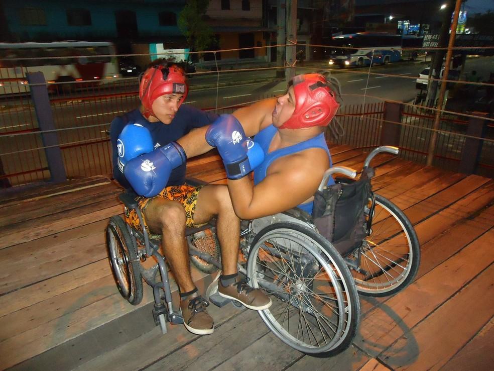 Boxeador cadeirante, Marclei (direita), fará um dos duelos no sábado (Foto: Divulgação)
