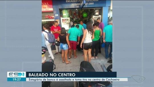 Estagiário de banco é baleado em assalto em rua movimentada de Cachoeiro, ES