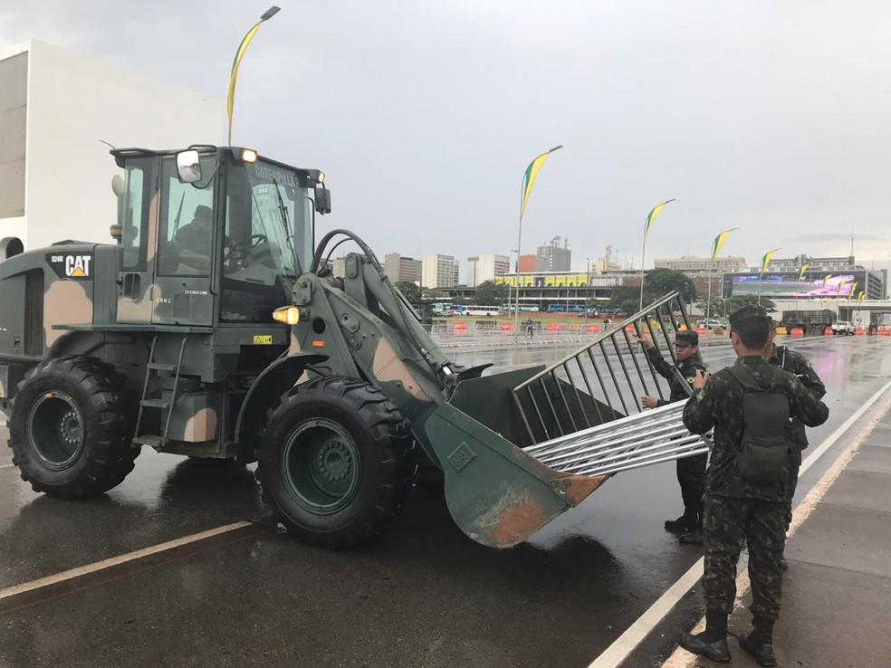 Militares do Exército fazem últimos ajustres para posse de Jair Bolsonaro — Foto: Marília Marques/G1