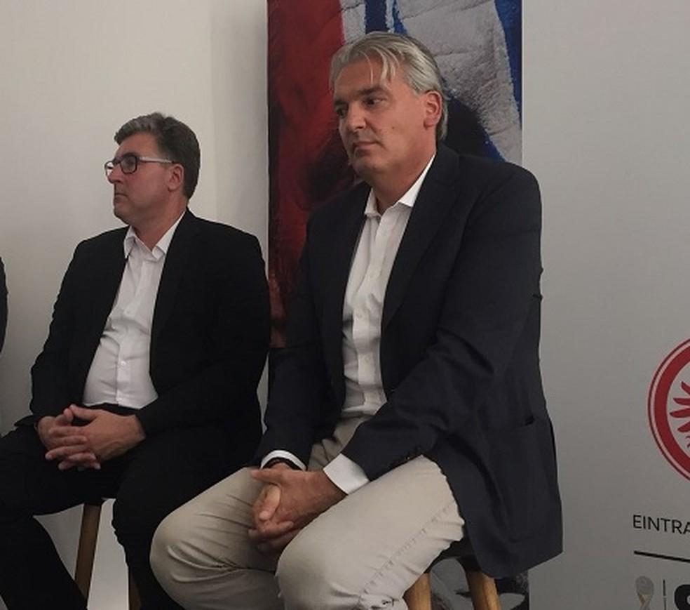 Jörg Wacker (à direita), chefe do Departamento de Internacionalização, Marketing e Estratégia do Bayern de Munique (Foto: Tebaro Schmidt/GloboEsporte.com)