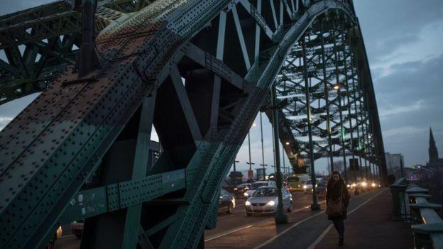 A ponte de Wearmouth fica próxima do centro da cidade de Sunderland (Foto: DAN KITWOOD/GETTY IMAGES via BBC News Brasil)