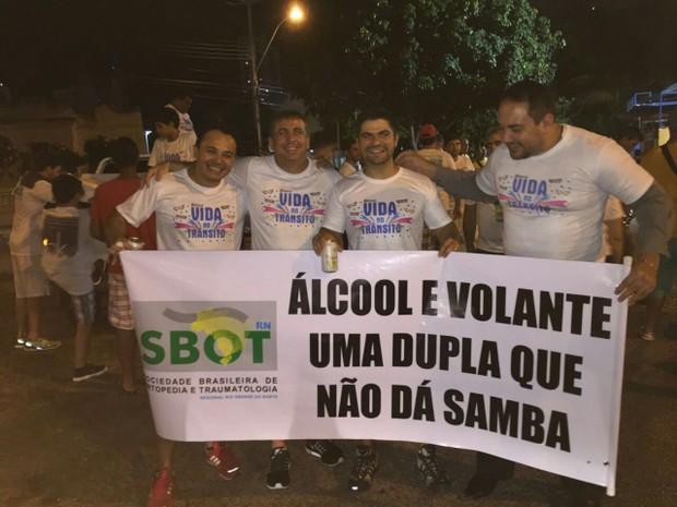 Em Natal, ortopedistas lançam campanha para reduzir acidentes e traumas no carnaval  (Foto: Márcio Rego)