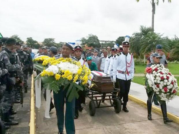 Corpo de policial militar assassinado em São Luís é enterrado (Foto: Joyce Mackay/G1)