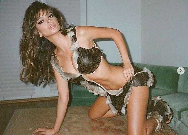 A atriz e modelo Emily Ratajkowski (Foto: Instagram)