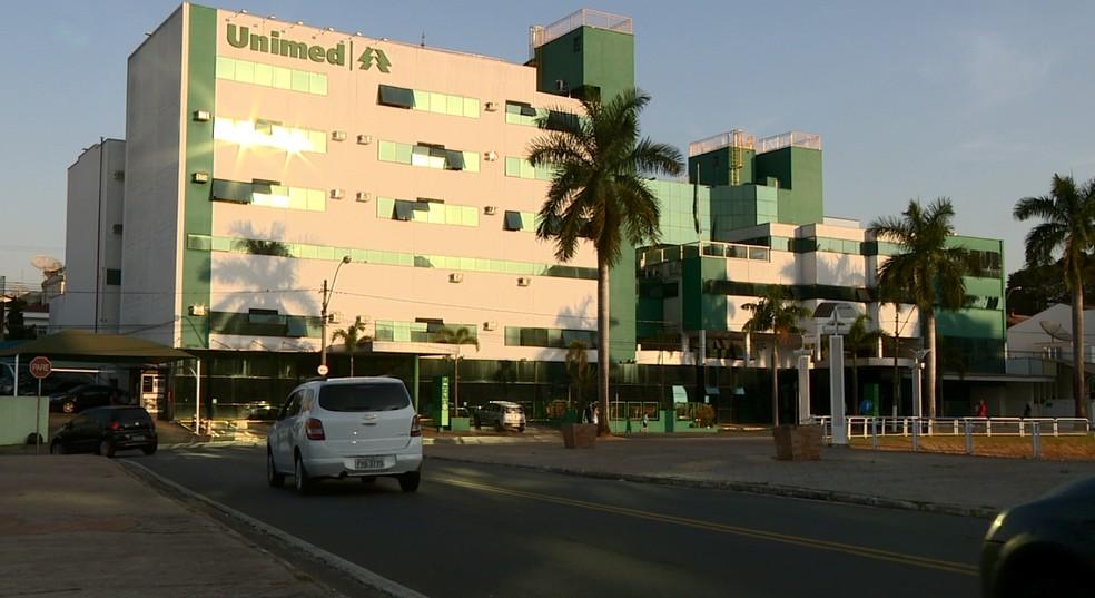 Hospital da Unimed, em Americana (SP), onde o garoto recebeu os primeiros socorros (Foto: Reprodução/EPTV)