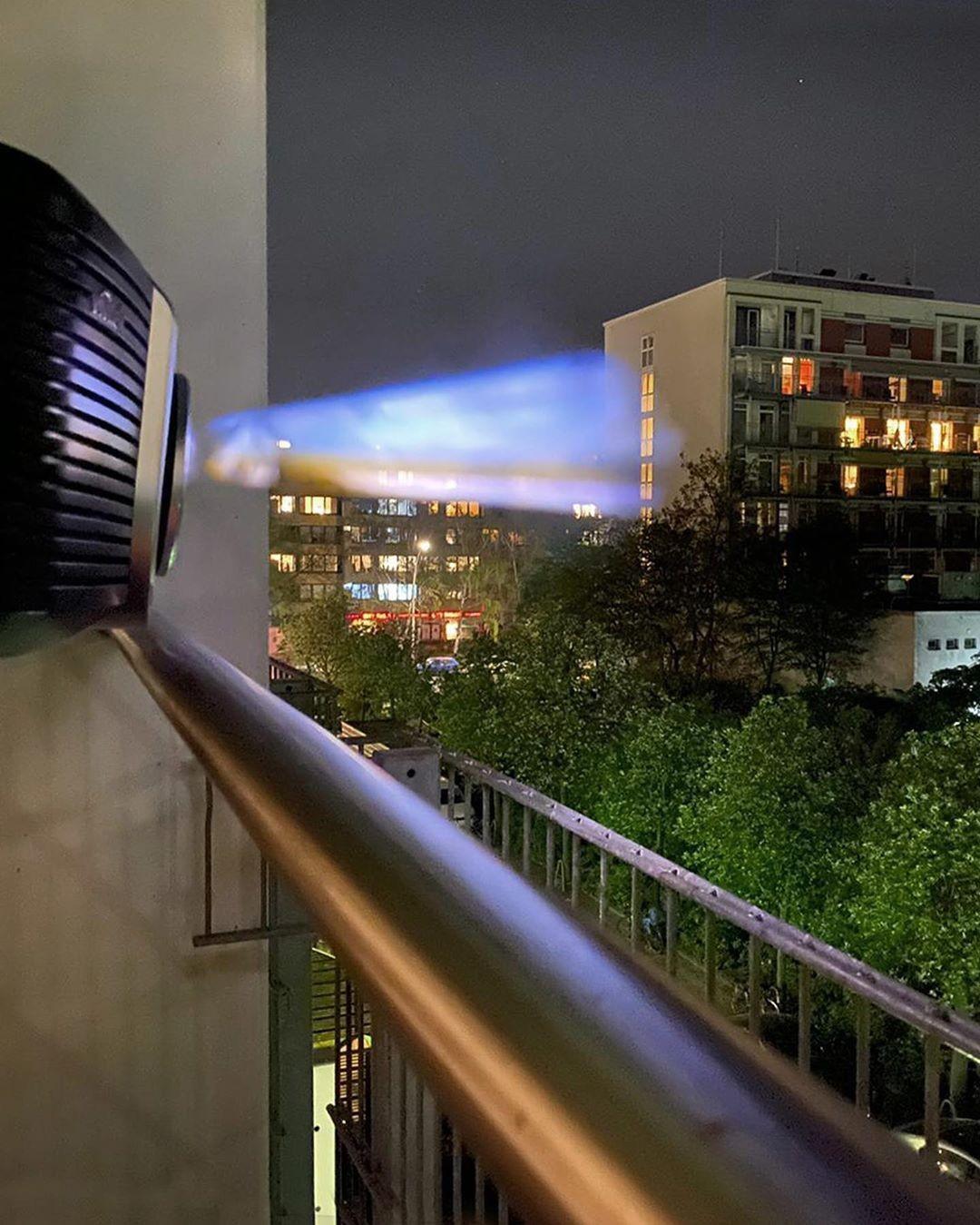 Projeção ajuda moradores de Berlim a curtir um cinema (Foto: Reprodução / Instagram)