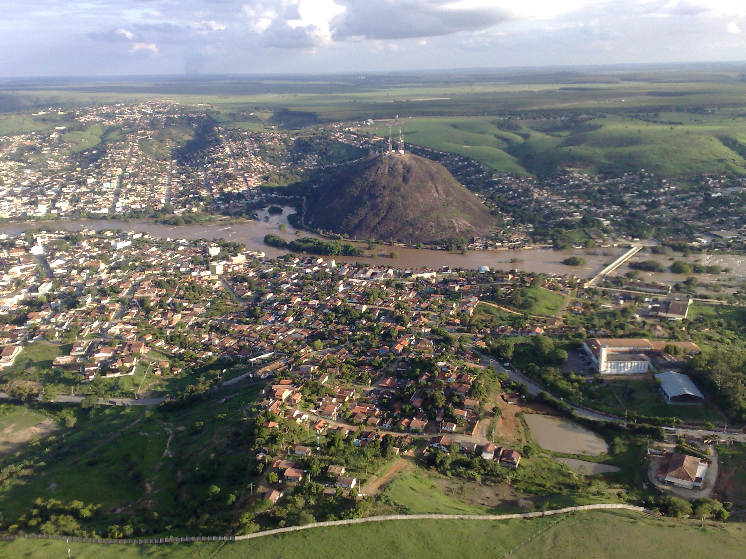 Ministério Público de Nanuque denuncia quatro pessoas por furar fila na vacinação contra a Covid-19
