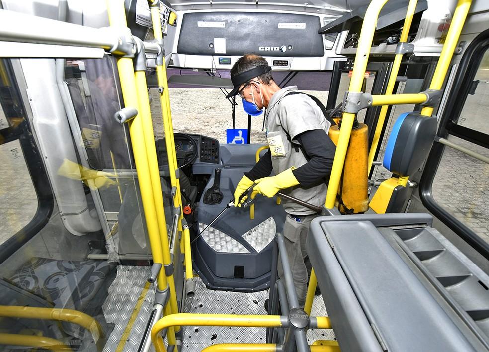 Passageiros não devem deixar restos de comida nos ônibus — Foto: Prefeitura de Jundiaí/Divulgação