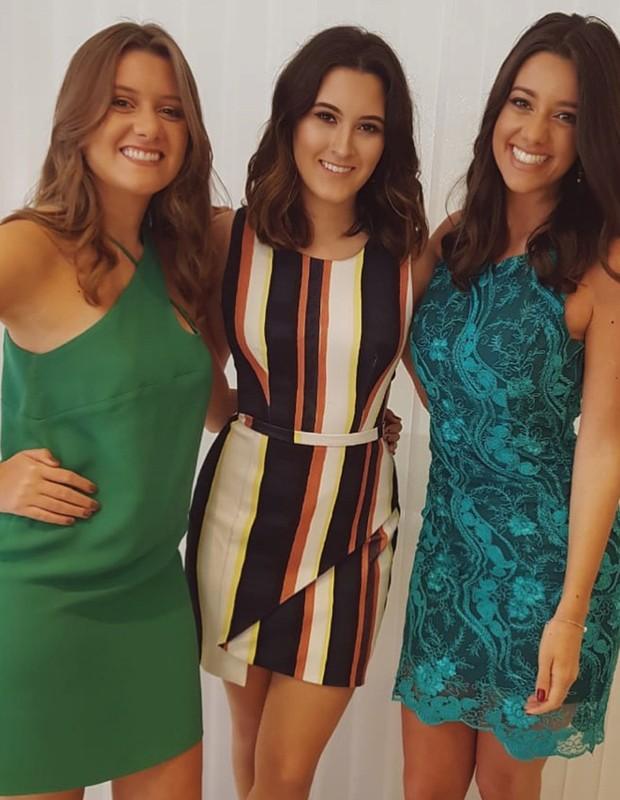 Beatriz Bonemer (centro) com convidadas (Foto: Reprodução/Instagram)