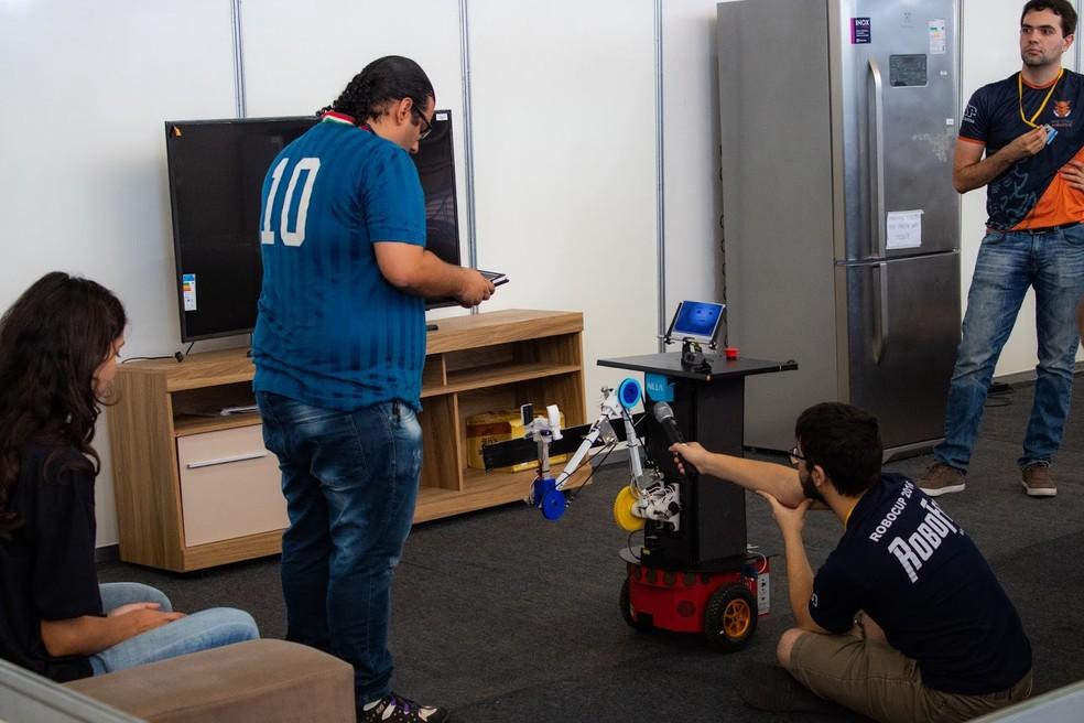 Equipe Warthog Robotic foi vice-campeã na categoria aplicações domésticas — Foto: Henrique Megid/Warthog Robotics/Divulgação