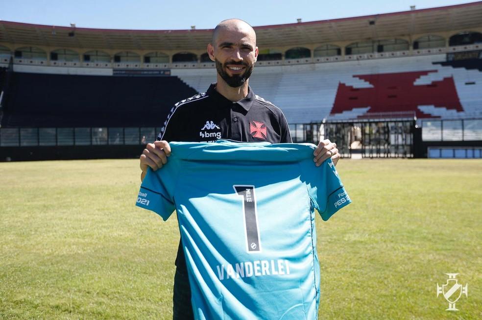 Vanderlei citou grandes goleiros da história do Vasco e disse que também quer deixar sua marca — Foto: Rafael Ribeiro/Vasco