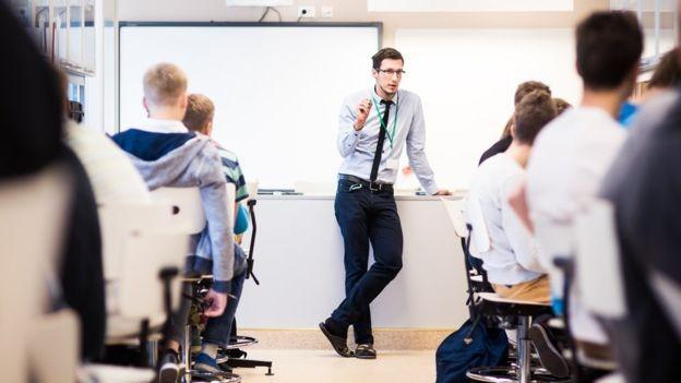 Na Estônia, os professores tiveram um incremento de renda de 80% na última década. Hoje, o salário-base dos docentes é de 1150 euros (Foto: Divulgação/Ministério da Educação da Estônia/BBC)
