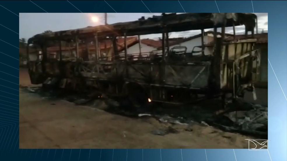 Ônibus levava estudantes de São Raimundo das Mangabeiras (MA) para os Jogos Escolares em Colinas (MA) — Foto: Reprodução/TV Mirante