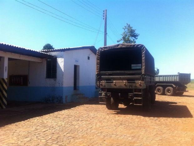 Primeira invasão ocorreu na garagem da 15ª Companhia de Engenharia de Combate Mecanizada, em Palmas (Foto: Michelli Arenza/RPC TV)