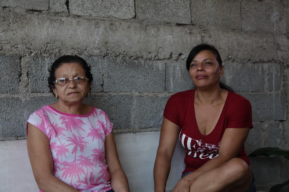 Valderice e a filha, Vanusa, que deixou o emprego para dar assistência à mãe — Foto: Divulgação