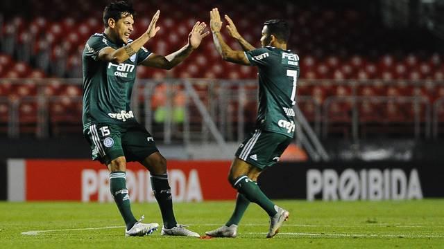Gustavo Gómez comemora gol do Palmeiras com Dudu