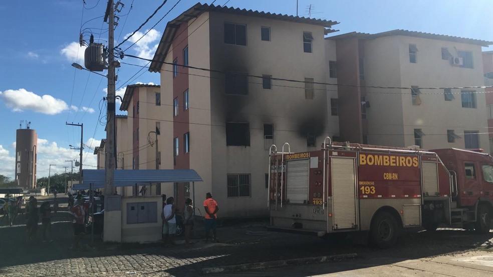 Incêndio atingiu apartamento em Parnamirim — Foto: Heloísa Guimarães/Inter TV Cabugi