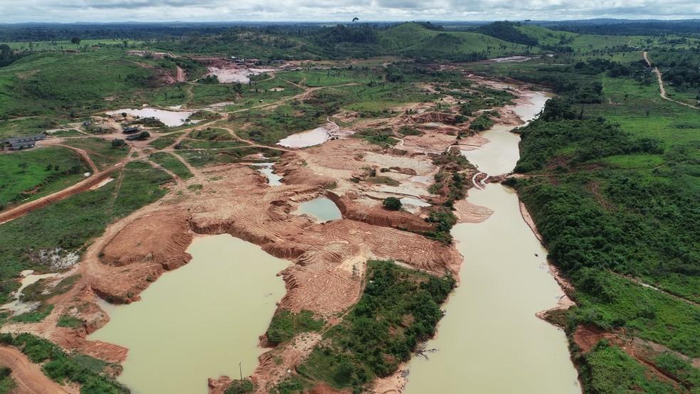 Vista aérea do local onde ocorreu o rompimento das barragens em Oriente Novo.  — Foto: Rede Amazônica/Reprodução
